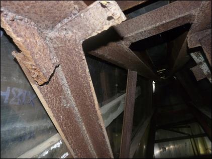 Коррозия металлических балок под балкон.